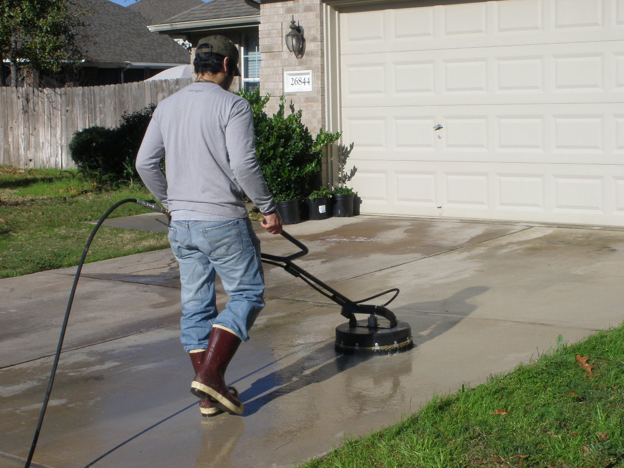 Roof cleaning and pressure washing school doug rucker 39 s for Driveway pressure washer