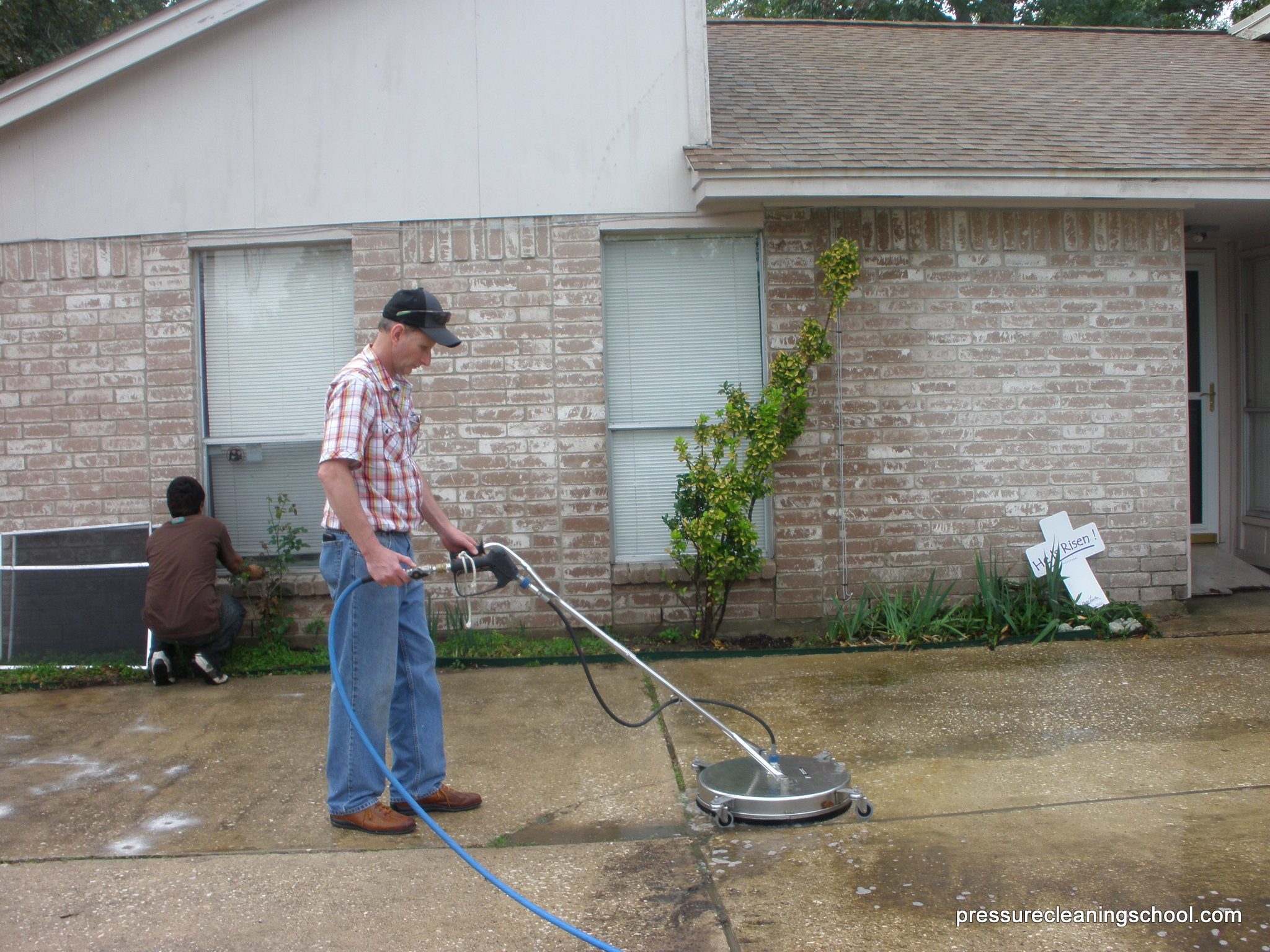 Roof cleaning school pressure washing education training for Driveway pressure washer